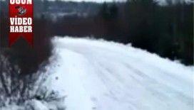 Çılgın ağır vasıta sürücüsünün buz şovu video izle..