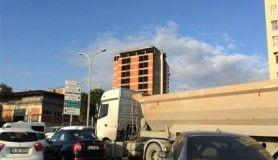 Hafriyat kamyonları sabah trafiğini çekilmez hale getiriyor