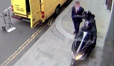 Londra'da motosikletli kapkaç