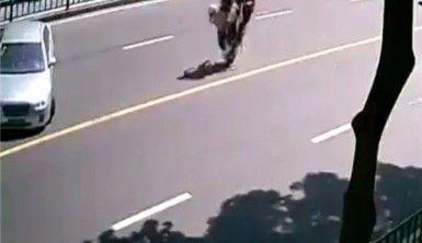 Sert fren yapan motosiklet takla attı
