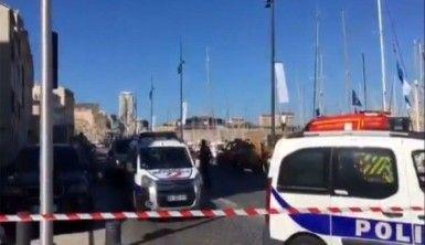 Fransa'da bir araç otobüs durağına daldı, 1 ölü