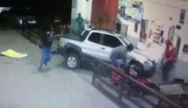Kamyonet benzin istasyonuna daldı