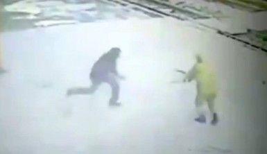 Polise bıçaklı saldırı, Saldırgan vuruldu !