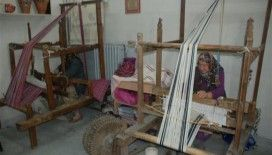 Köyden şehre getirilen dokuma tezgahlarında el sanatlarını yaşatıyorlar