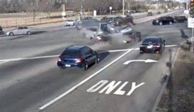 Otomobiller birbirine girdi, 3 ölü