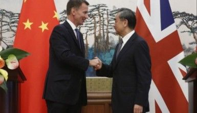 İngiliz Bakandan Çin'de büyük gaf