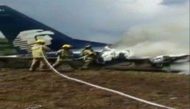 Meksika'da yolcu uçağı düştü