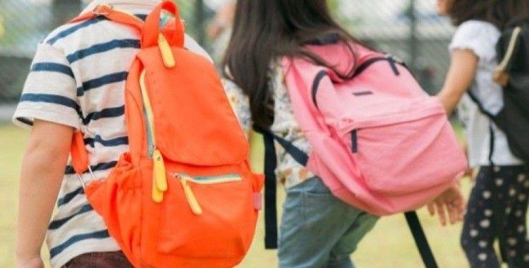 Çocuklara ağır çanta uyarısı