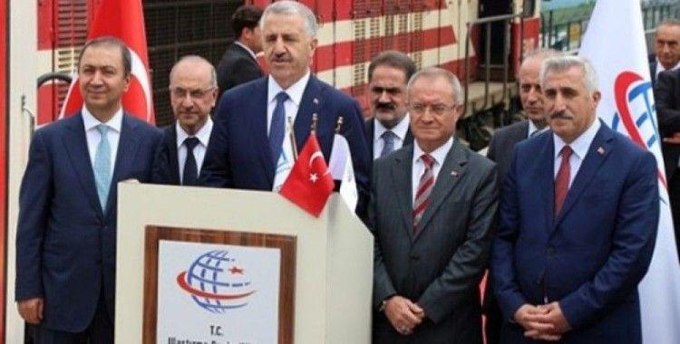 Ulaştırma Bakanı Turhan makinist koltuğuna geçti
