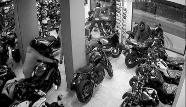 2 buçuk dakikada 160 bin TL'lik motosiklet hırsızlığı