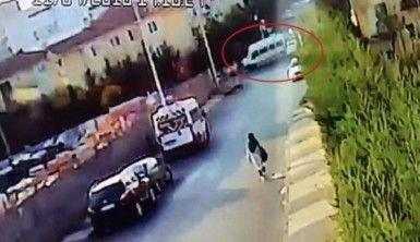 İstanbul'da otomobil öğrenci servisine çarptı