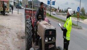 Polis traktör sürücülerini bilgilendirdi