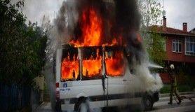 İçerenköy'de 3 araç cayır cayır yandı