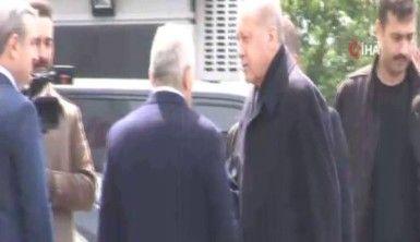 Cumhurbaşkanı Erdoğan AK Parti İstanbul İl Başkanlığı'na geldi