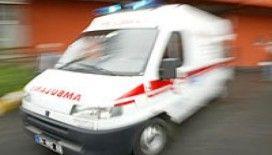Yaralı taşıyan ambulansın önünü kestiler