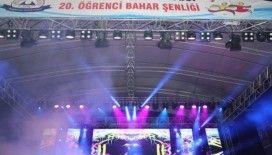 ERÜ'de Konser Veren Hande Yener, Öğrencileri Coşturdu