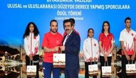 Vali Güzeloğlu, Ulusal ve uluslararası düzeyde derece yapmış sporculara ödüllendirdi