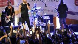 Sanatçı İlyas Yalçıntaş konseri ilgi gördü