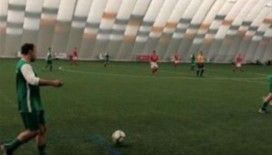 Kanser hastalarına destek için 169 saat futbol oynadılar