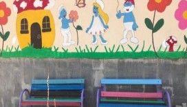 Fedakar öğretmenler okulu boyayıp tatile çıktı