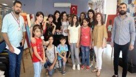 Suriyeli çocuklar Gençlik Merkezi'ni gezdi