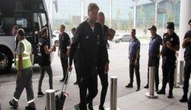 Süper Kupa'yı kaldıran Liverpool, İngiltere'ye döndü