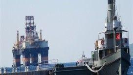 Petrol arama platformu Çanakkale Boğazı'ndan geçti