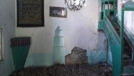 Tarihi cami yıkılma tehlikesiyle karşı karşıya