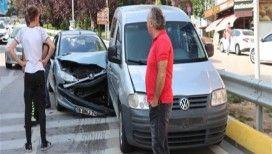 Üniversiteye kayda gelen aile freni patlayan otomobilde ölümden döndü