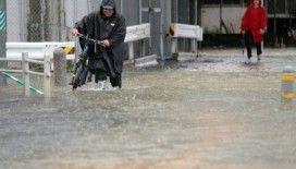 Japonya'da sel felaketi: 1 ölü, 2 yaralı