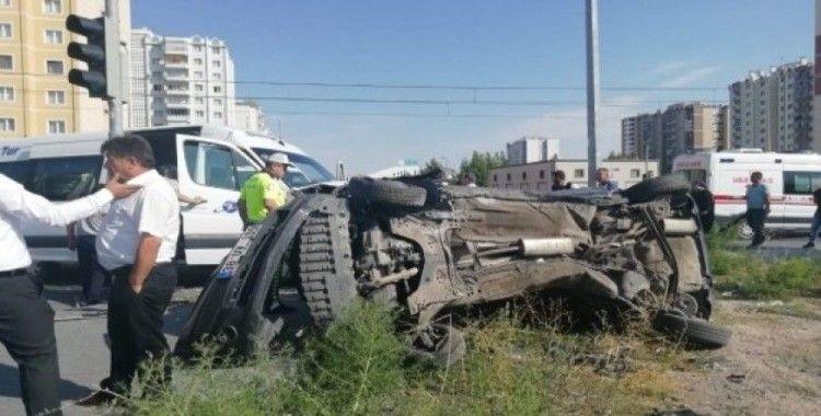 Kayseri'de öğrenci servisi ile otomobil çarpıştı: 4 yaralı