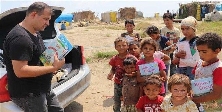 Köy köy dolaşarak çocuklara kitap dağıtıyor