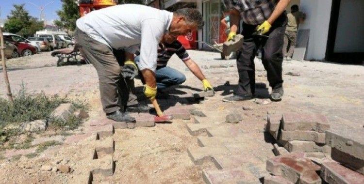 Çaldıran Belediyesinden 3 bin 570 metrekare bozuk yol onarımı