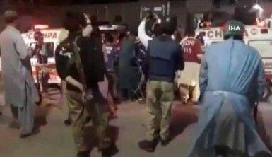 Pakistan'da 2 bombalı saldırı, 1 ölü, 12 yaralı