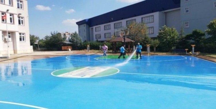 İzmit Belediyesi okul bahçelerini yeni döneme hazırlıyor