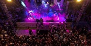 Yağcıbedir halısı üstünde konser