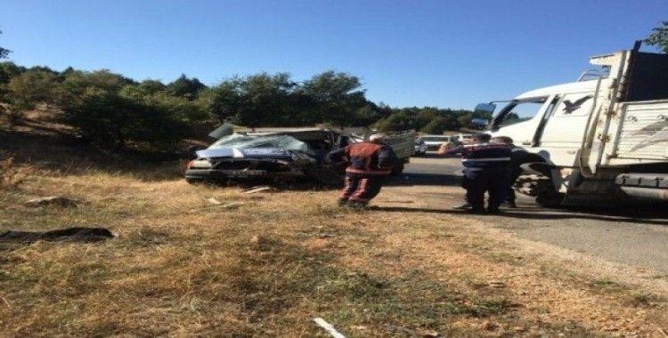 Bursa'da kamyon ile kamyonet çarpıştı: 1 ölü