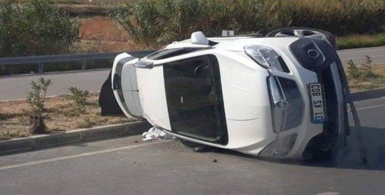 Otomobil devrildi, anne ve bebeği yaralandı