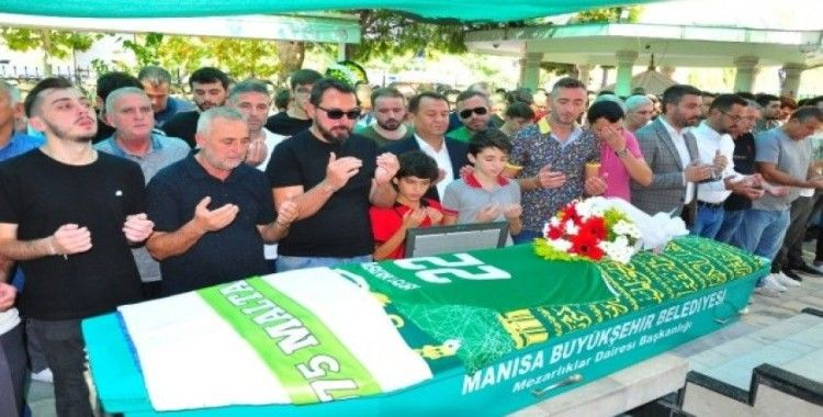 Kazada ölen genç futbolcu formasıyla defnedildi