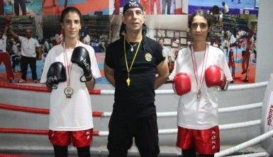 Kick Boksçu kız kardeşler, ilk şampiyonadan madalya ile döndü