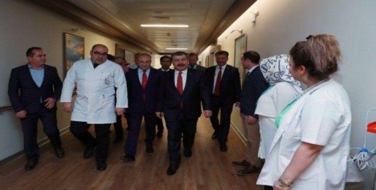 Sağlık Bakanı Koca, Fatma Girik'i Şehir Hastanesinde ziyaret etti