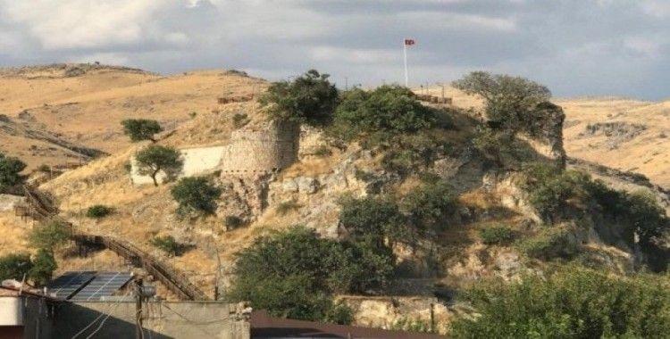 Tarihi Kozluk Kalesi ziyaretçi girişlerine kapatıldı
