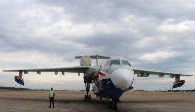 Rus yangın söndürme uçağı Be-200ES Antalya'da görücüye çıktı
