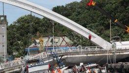 Tayvan'da köprü çöktü