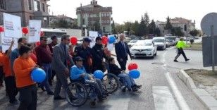 Engelli öğrenciler yaya önceliğine dikkat çekti