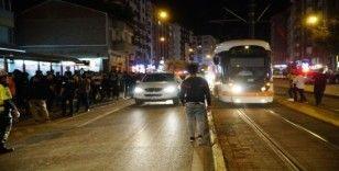 Tramvayın çarptığı genç yaralandı