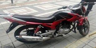 Sultangazi'den çaldıkları motosiklet ile Esenyurt'ta polise yakalandılar