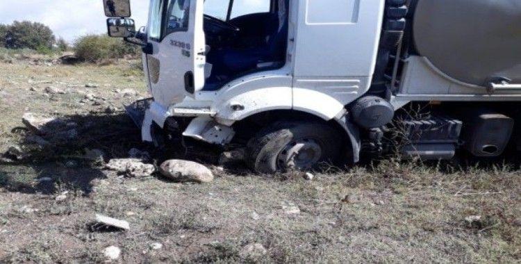 Süt tankeri otomobil ile çarpıştı: 1 ölü, 5 yaralı