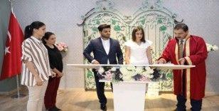 Haliliye'de çiftler nezih ortamda evleniyor