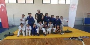 Milaslı judocular miniklerde il birincisi oldu